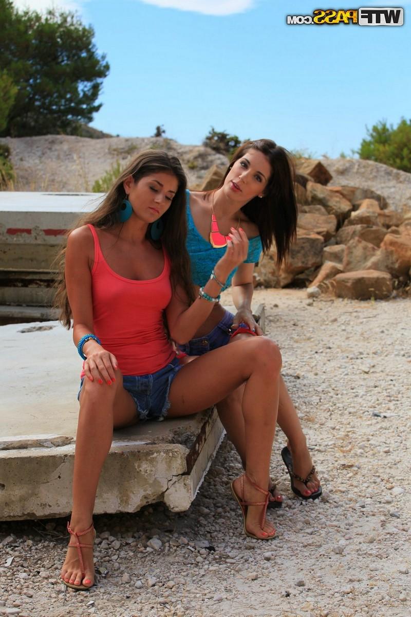 Русские туристки лесбиянки занимаются любовью в горах