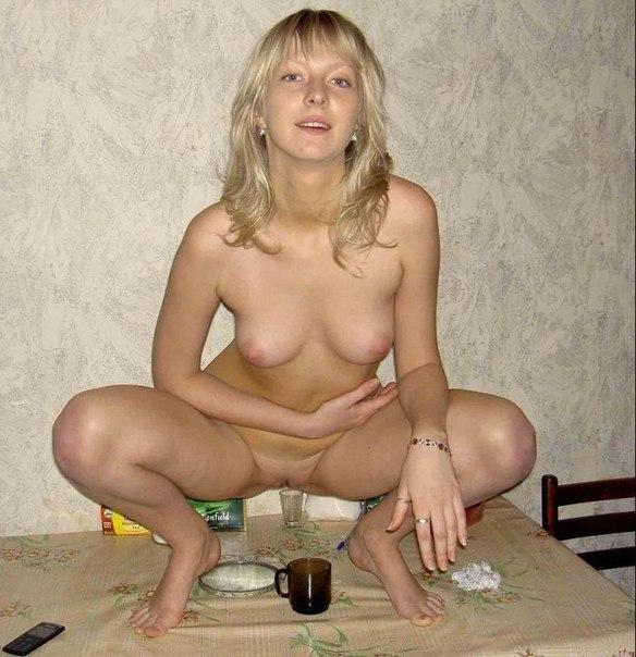 Обнажая тела, мамки приглашают заняться сексом