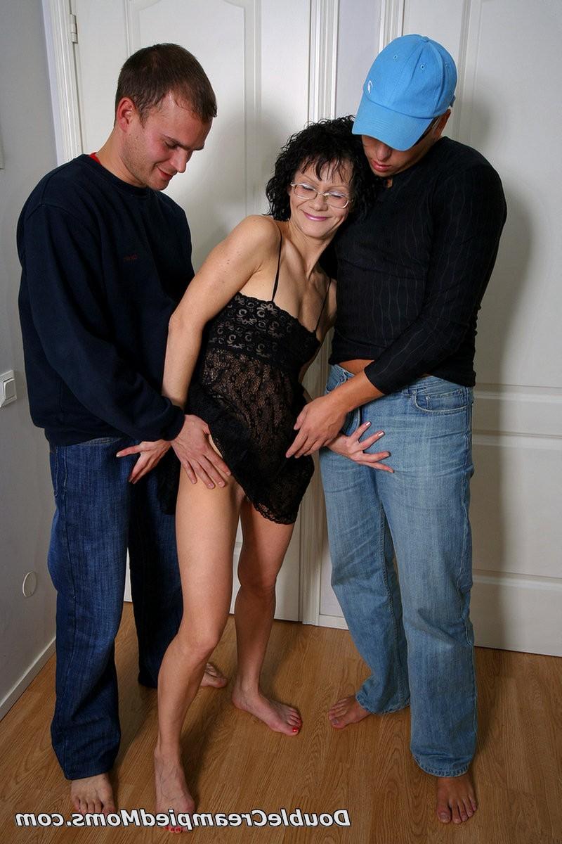 Парни трахают чужую жену