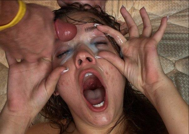 Подруги оргазмируют, получая сперму на лицо