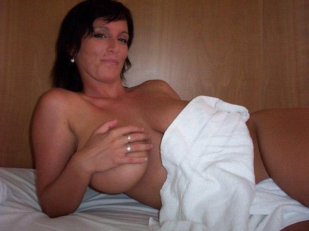 Развратницы в возрасте дразнят мужиков голым телом