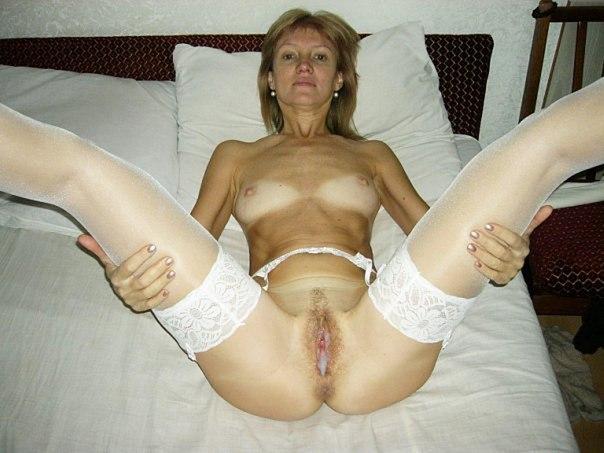 Бесстыдные дамочки блаженствуют, ощущая сперму в оттраханных вагинах