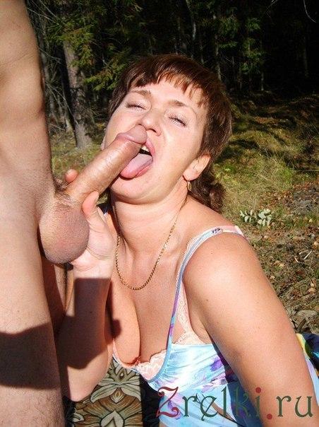 Пышные дамочки завлекают обнаженными прелестями