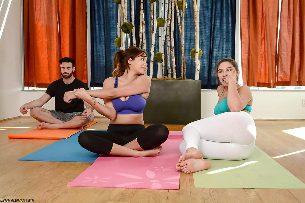 Сексуальная йога с Abella Danger и Cassidy Banks