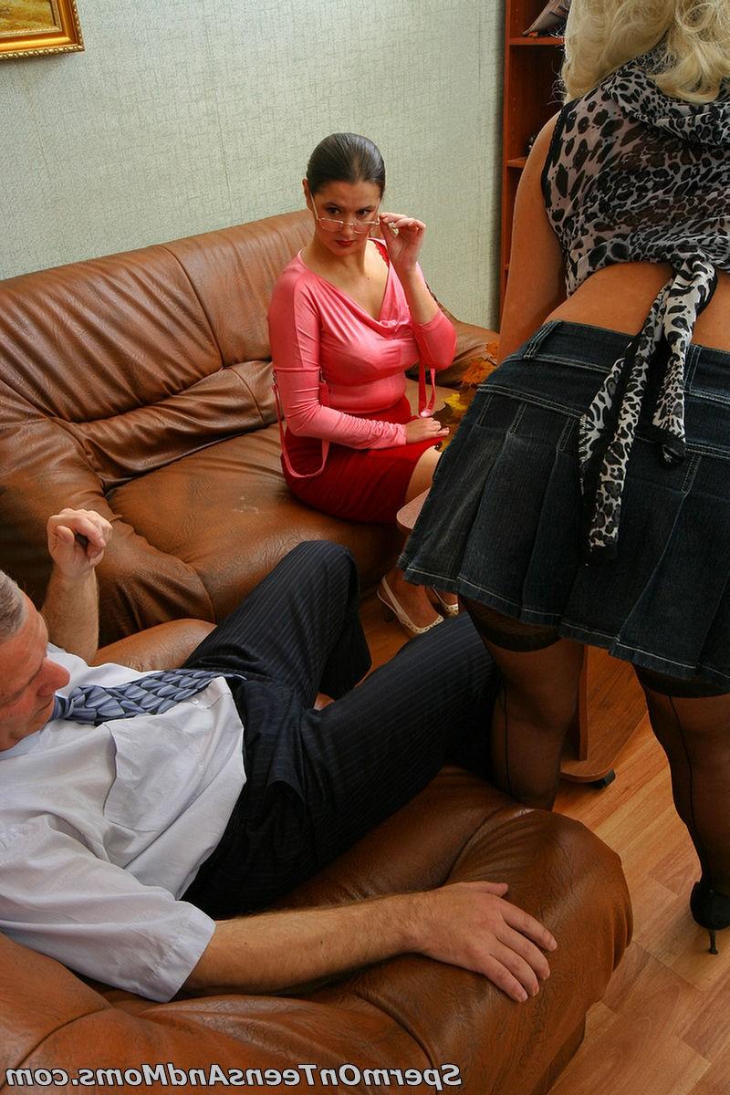 Развратная служанка помогла хозяйке раскрепоститься