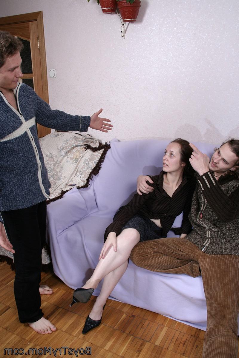 Похотливая домохозяйка наставила мужу рога