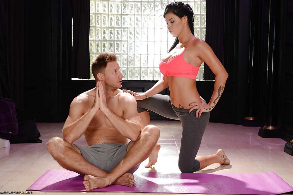 Peta Jensen ходит на йогу только потрахаться