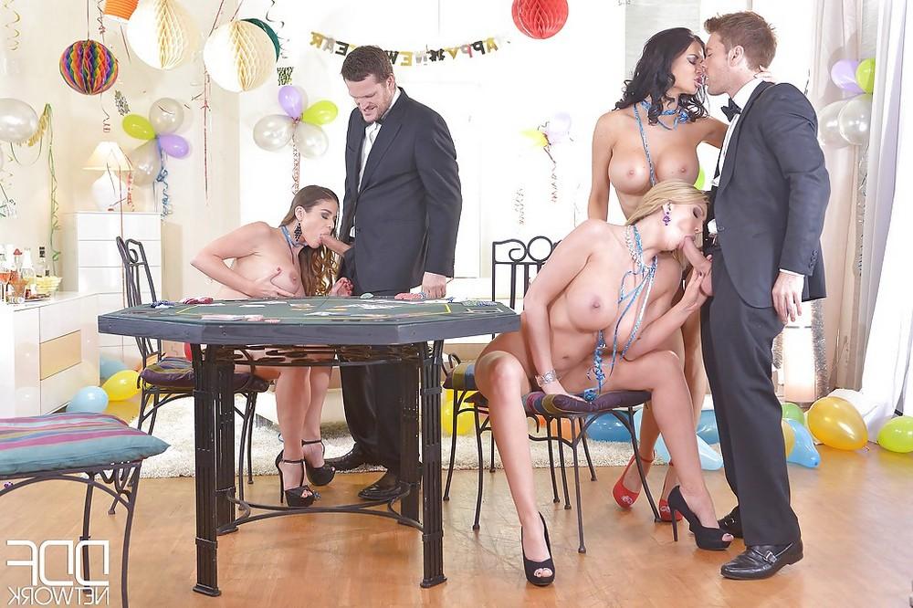 Групповой секс в казино