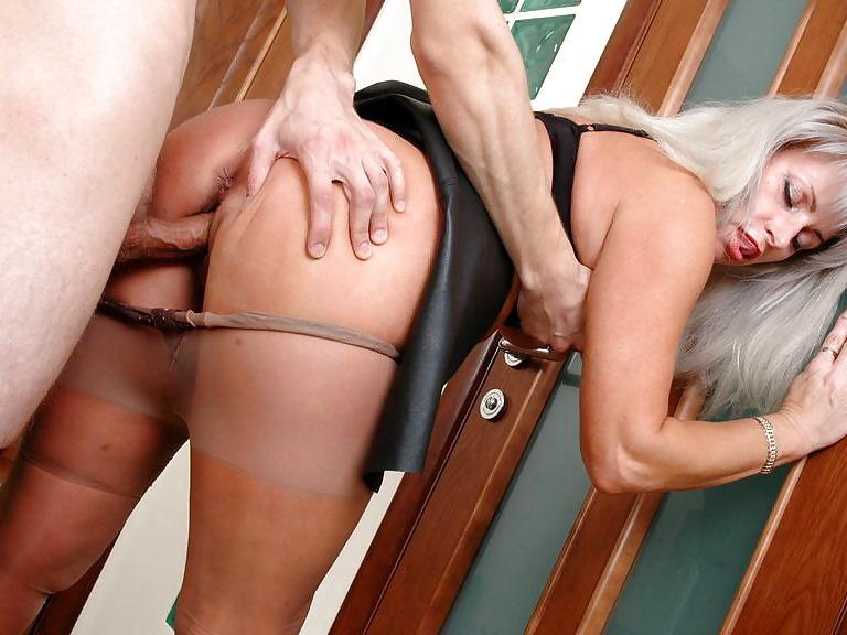 Зрелые дамы обожают неожиданный секс