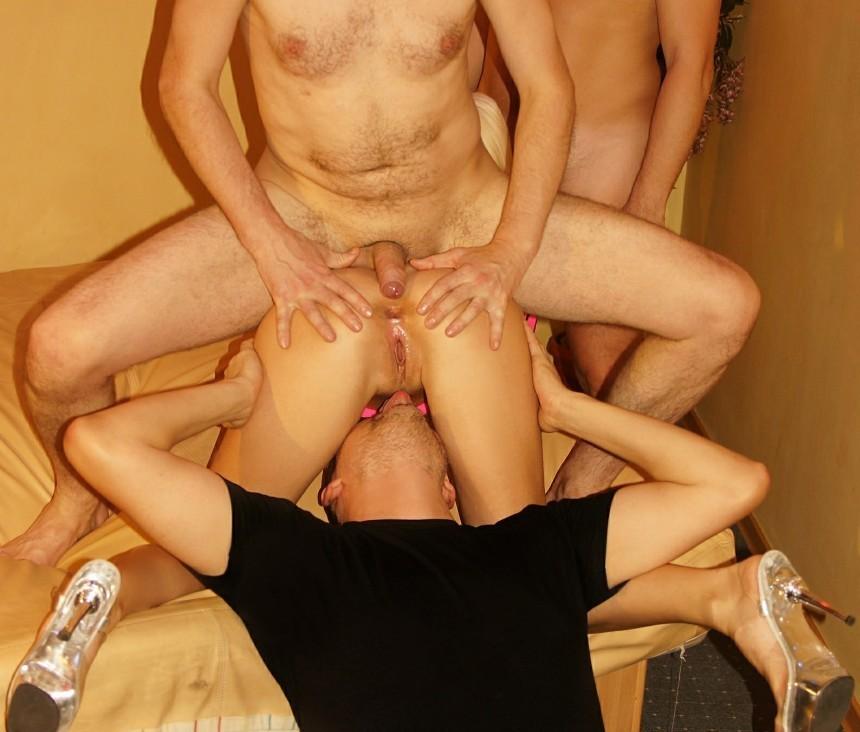 Мастерицы на все дырки участвуют в групповушке