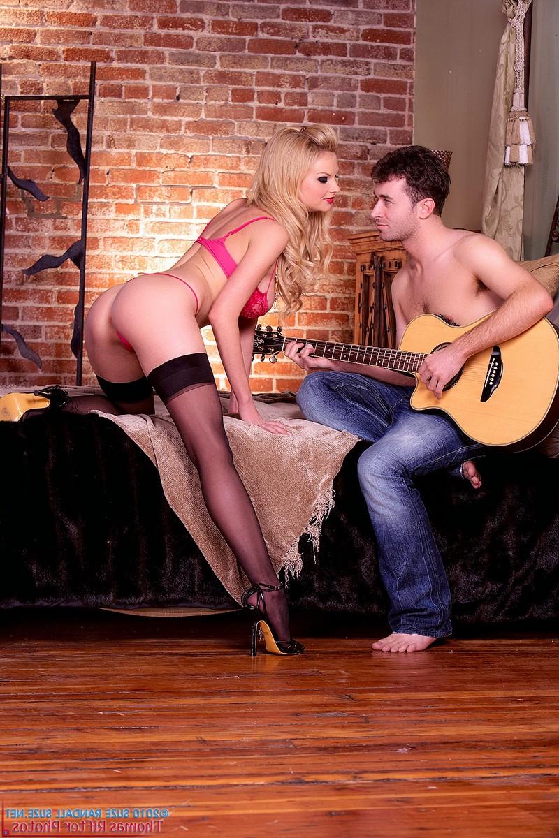 Tarra White отдалась романтичному ухажёру