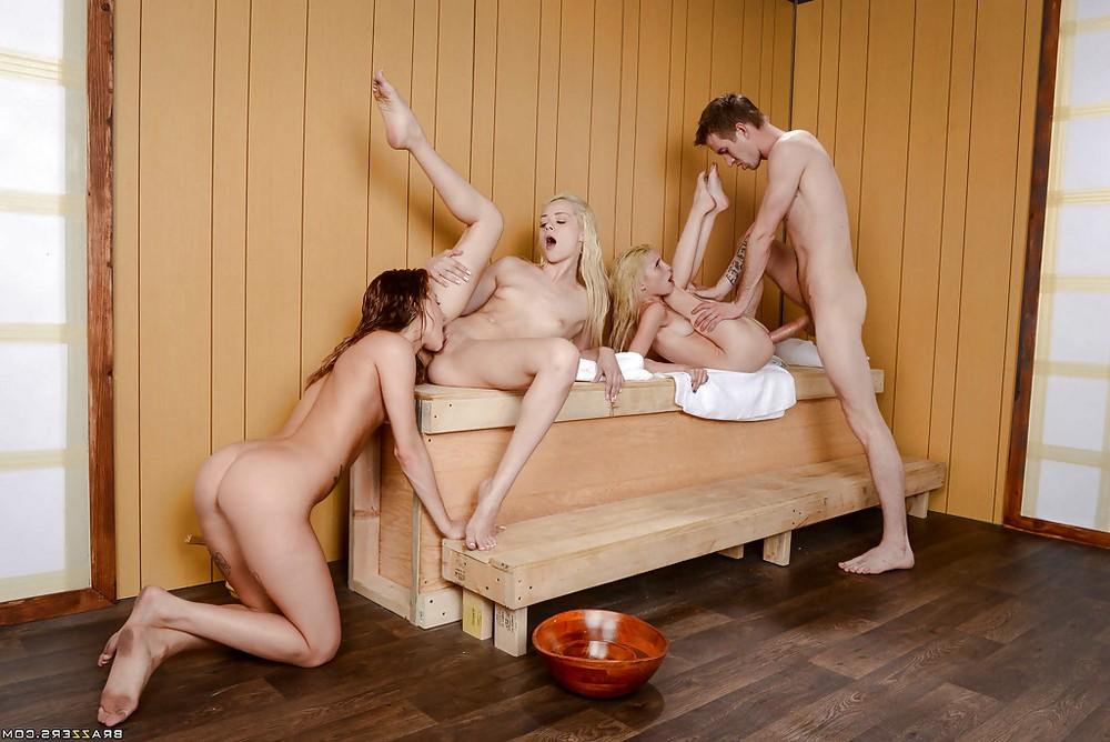 Три юные мокрощёлки захотели большого члена