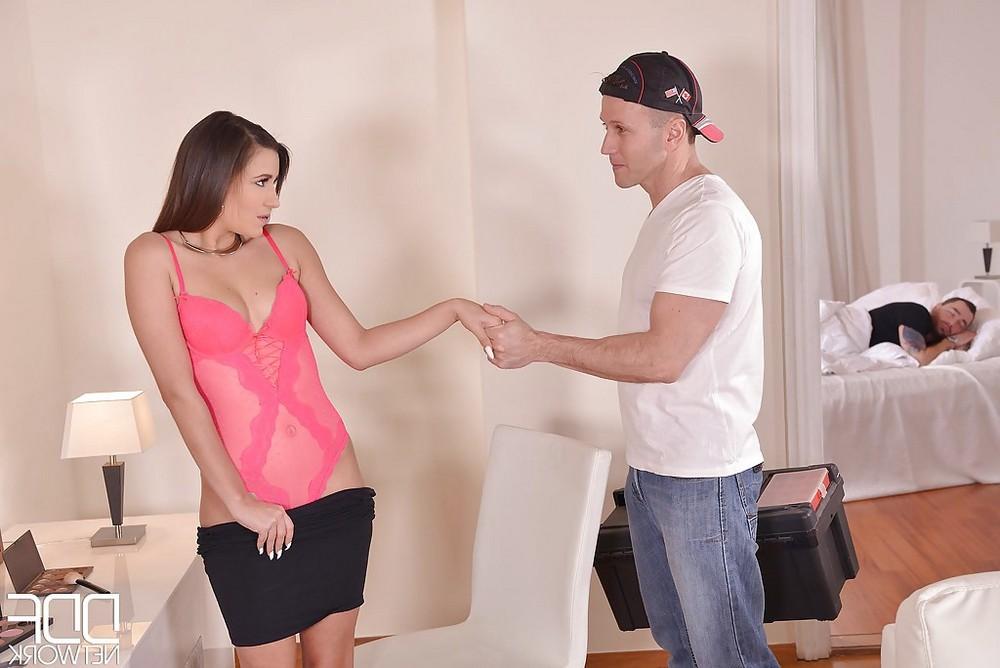 Неверная жена сосёт член другу мужа