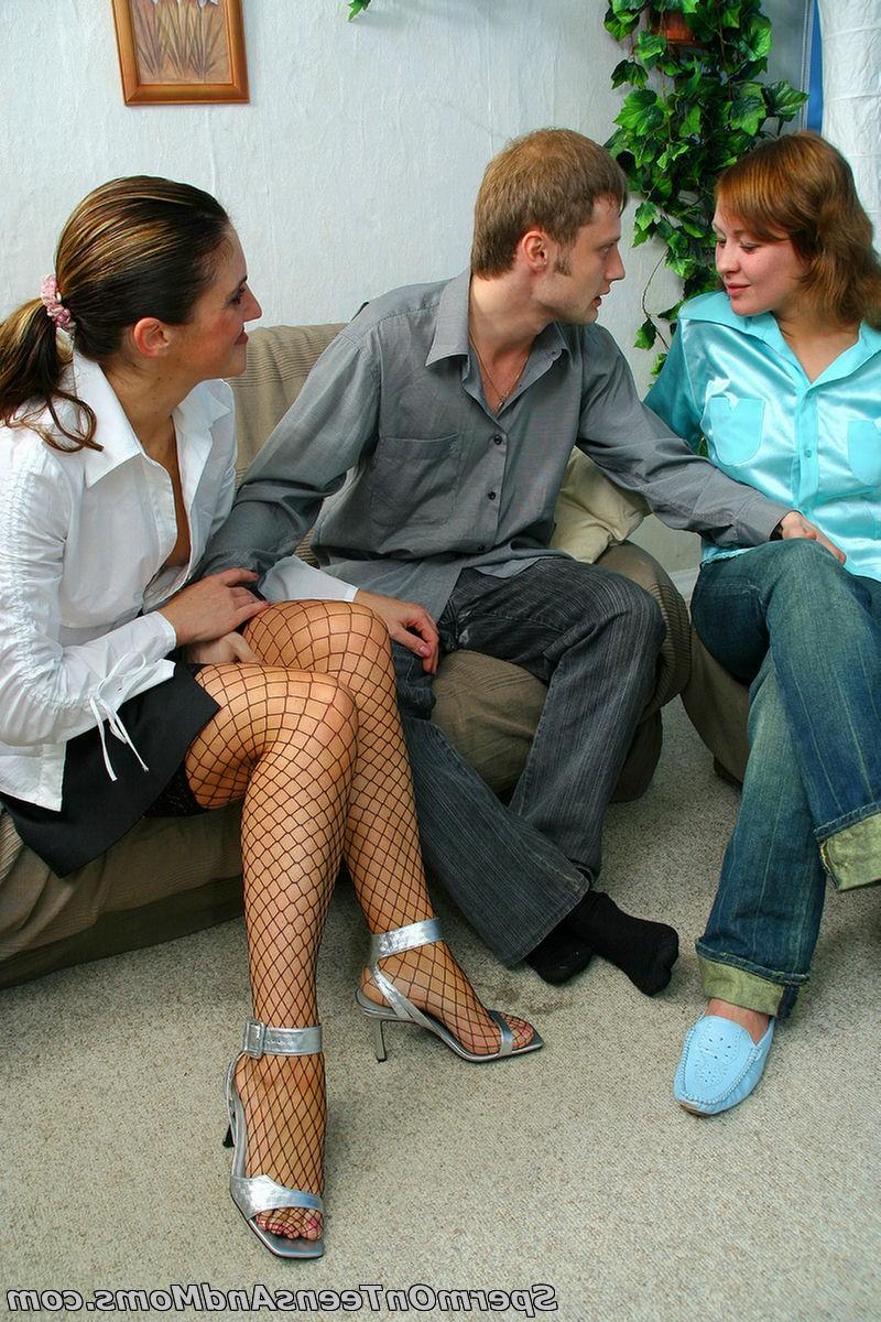 Горячие домохозяйки затрахали свидетеля Иегова