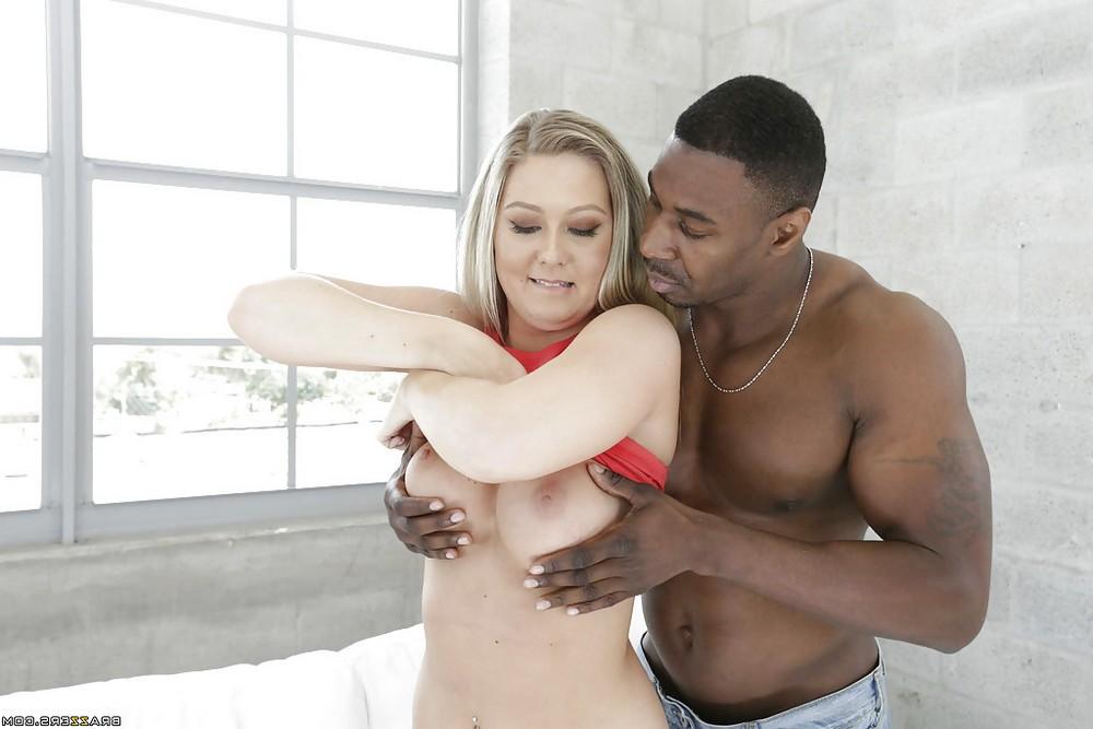 Широкозадая Addison Lee берёт в рот чёрный член