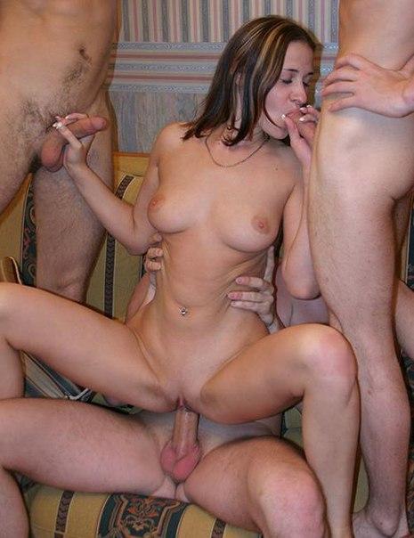 Почитательницы группового секса отрываются, участвуя в оргиях