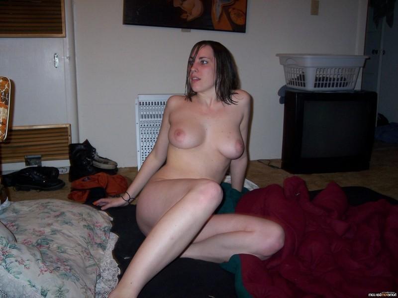 Инна позирует голой и сосёт на камеру