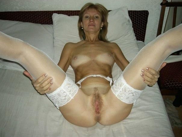 Грациозные мамочки широко раздвигают ножки