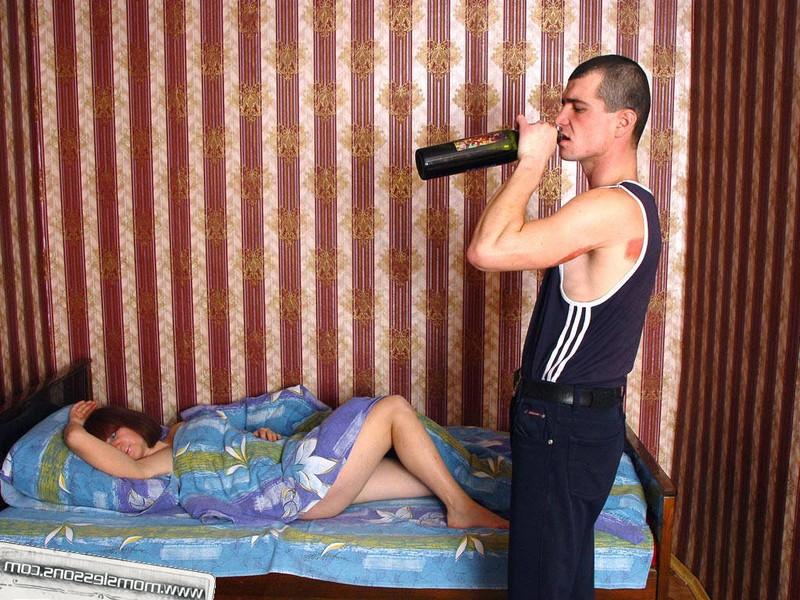 Пьяный мужик разбудил жену сексом