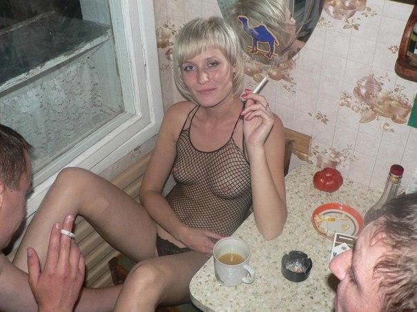 После вечеринки красотки дали сожителям трахнуть себя в любую дырочку